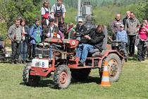 Na start Rovenské traktoriády se postavilo 44 závodníků.