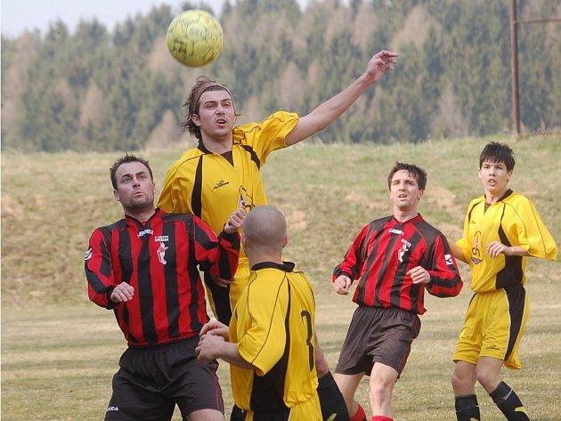 Tento hlavičkový souboj přinesl úspěch chotěbořskému Miloši Moravcovi, ale jinak jeho tým ve Speřicích zklamal. Prohrál potupně 5:0.