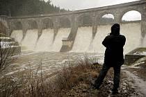 Letošní těžební pokus na Sedlici bude stát asi šest milionů korun. Poslouží k ověření technologie navržené k odstranění nánosů z tohoto vodního díla.