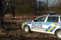 U pelhřimovského rybníka Stráž bylo ve středu odpoledne smutné pozdvižení. Policisté ohraničili páskou okolí zahrádkářské kolonie u trati kvůli nálezu utonulé ženy.