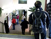 Fronty nově příchozích uchazečů o zaměstanání se teď tvoří na Úřadu práce v Šumperku.