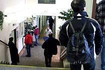 Na pelhřimovském úřadu práce lidé čekali na zaregistrování i několik hodin.