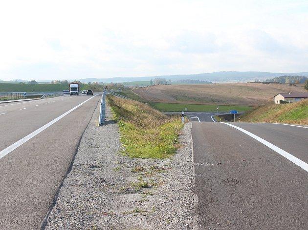Nová silnice mezi Pelhřimovem a Božejovem