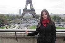 Klára Skolková se při výletu do Paříže vyfotila před dominantou města.