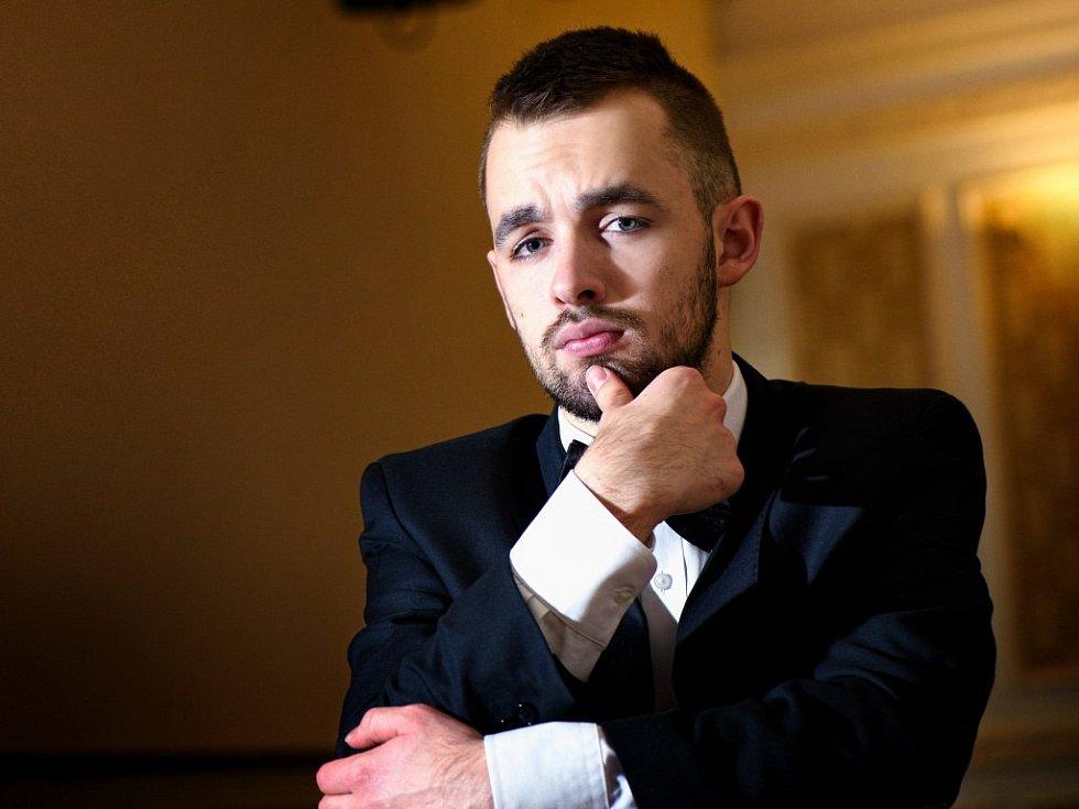 Ondřej Slavičínský, který je autorem a jedním z protagonistů (Ne)jen operního koncertu, ale také studentem mezinárodní konzervatoře v Praze, pochází z Pelhřimovska.