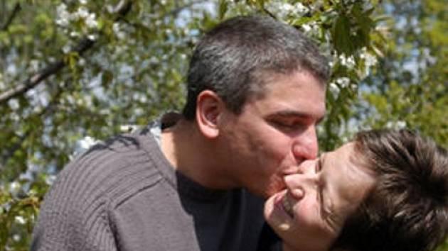 Prvomájový polibek nesmí chybět