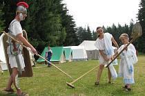 Letní tábor v Božejově se nese ve stylu starého Říma.