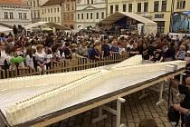 K tradičním přispěvatelům rekordního dění v Pelhřimově patří i pekárna Adélka. Při oslavě 10. narozenin muzea rekordů například její pracovníci vyrobili obří dort ve tvaru římské desítky o rozměrech 5,8 x 2,06 metru.