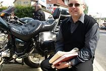 Motorky si humpolecký farář Marian Sokol zamiloval už jako malý kluk.