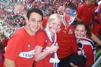 Čeští fotbaloví fanoušci se na Městském stadionu ve Wroclawi v úterý radovali z vítězství nad Řeky. Nechyběla mezi nimi ani Eva Leligdonová z Pelhřimova.