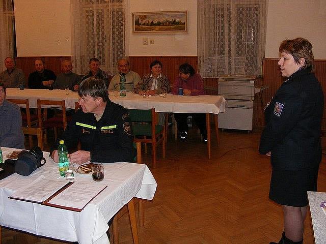 Vyskytenští senioři se setkali s policisty a hasiči.