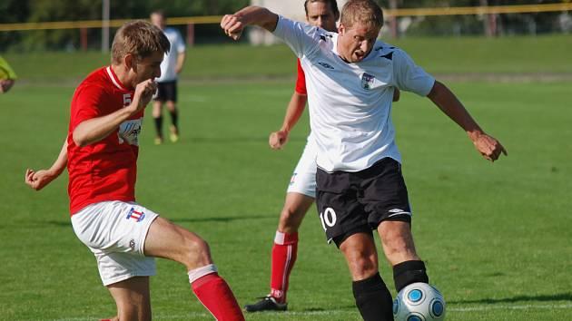 Daniel Krtek (na snímku vpravo) se sice v utkání s Líšní zapsal mezi střelce, ale jeho gól  přišel až za stavu 0:3. Pelhřimov v Poháru České pošty skončil už v předkole.