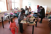 Šatník přišly v sobotu do dobrovolnického centra měnit stovky žen.