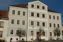 Základní škola Náměstí v Pacově je opravená.
