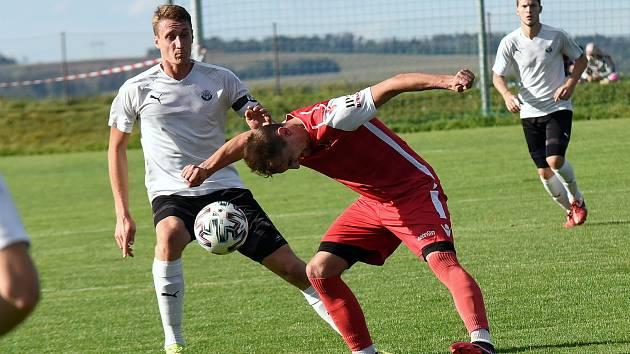 Daniel Poul (vlevo) má se zahráváním penalt letité zkušenosti. Kope je už od žáků.