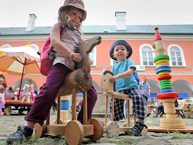 Zahájení desátého ročníku Hračkobraní v Kamenici nad Lipou.