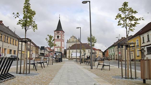 Zrekonstruované náměstí v Černovicích.
