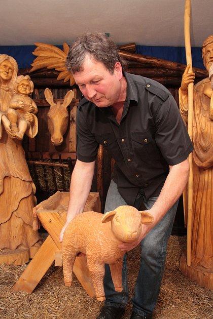 Řezbář zKamenice nad Lipou Bohumil Biňovec stále pracuje na tvorbě svého třetího betlému.