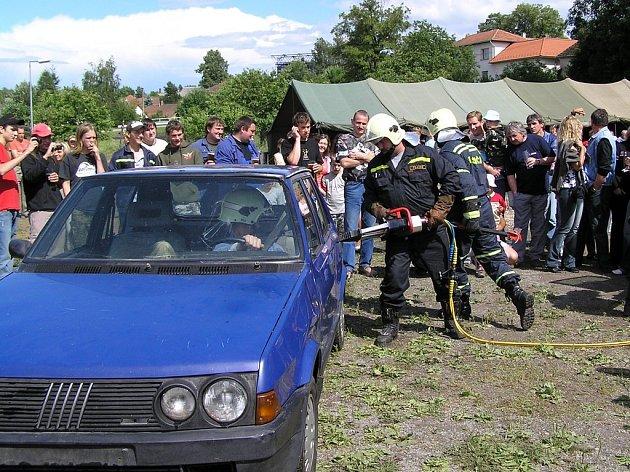 Hasiči z Pelhřimovského útvaru nejezdí jen ke skutečným zásahům, ale s ukázkou záchranné techniky se mohou lidé setkat i v rámci akcí  v průběhu roku.