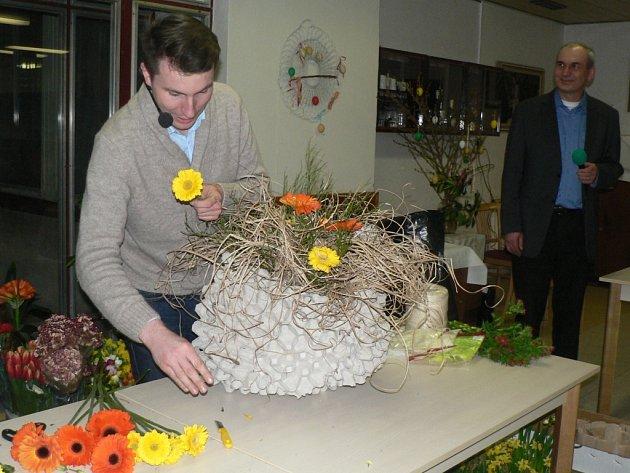Florista Jaromír Kokeš a sbírka pro Hypšovy na hotelové škole v Pelhřimově