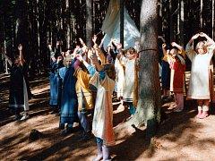 Název sedmého dívčího oddílu Činčapi anpetu wi vychází z indiánského lakotského jazyka a znamená Děti slunce. Název oddílu je také spojený s dlouholetým zvykem, ke kterému se děvčata vracejí, a to s vítáním sluníčka.