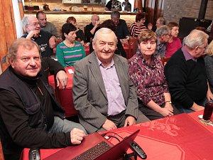 V sobotu 20. ledna se film Řeky Vysočiny promítal v Kališti. Hasičská klubovna byla zaplněna do posledního místa. Nechyběli ani oba tvůrci - zcela vlevo Josef Novotný, vedle něho Jaroslav Hájek.