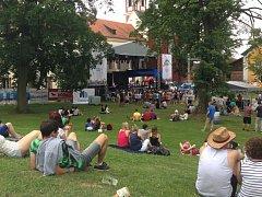 Pacovský Jatka Fest se tradičně koná v příjemném prostředí zámeckého parku.