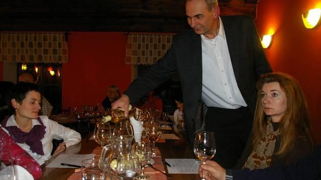 Charitativní degustace vín vynesla pro postižená dvojčátka čtrnáct tisíc korun.