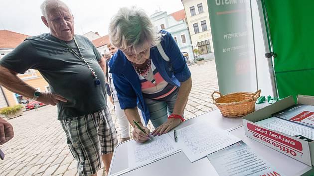 Petiční stánek Krizového štábu proti kolapsu zdravotnictví.