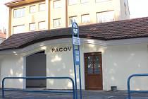 S opravou autobusové čekárny vznikly v Pacově v pořadí už čtvrté veřejné záchodky.