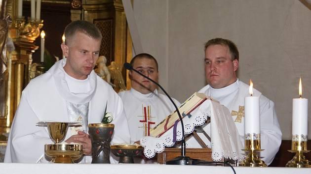 Jako řeholník premonstrátského řádu spadá Karol Lovaš (na snímku vlevo) pod želivský klášter, ale sídlí v Božejově.