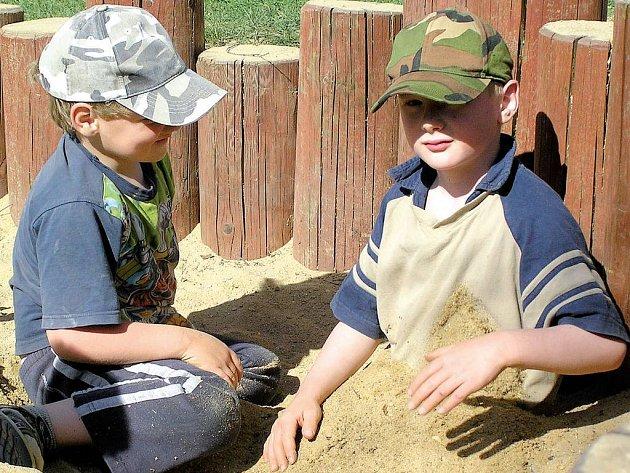 Hřiště v kamenické školce Na Besídce poskytuje předškoláčkům vše, co si jen mohou přát. Rodiče by přivítali, aby se jejich ratolesti mohly dosyta vyřádit i jinde.