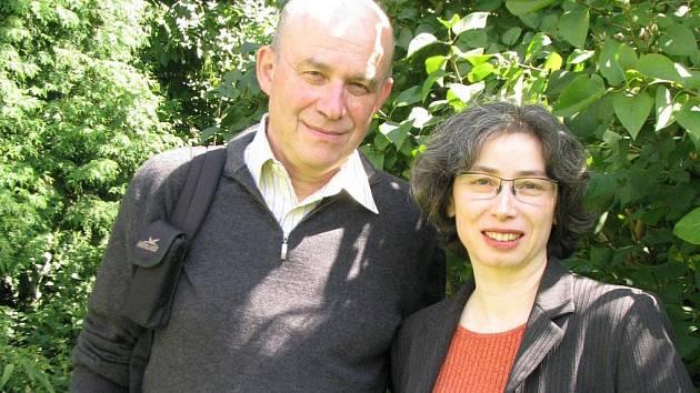 Organizátoři ze Švýcarska, Michal Arend a Katarina Holländer, už začínají připravovat výstavu k desátému výročí vzniku černovického židovského památníku. To sice připadá až na listopad příštího roku, ale už teď mohou všichni přemýšlet, čím by přispěli.