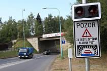 Světelná signalizace u viaduktu.