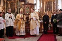 Během vánočních bohoslužeb  udělá návštěvníkům kostela svatého Mikuláše v Častrově radost oltář, který obnovil restaurátor Jaroslav Benda. Žehnání při slavnostní mši se zúčastnil také  českobudějovický biskup Vlastimil Kročil.