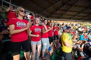 Čeští softbaloví junioři a kadeti měli po celou dobu šampionátu ohromnou podporu fanoušků.