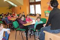 Noc s Andersenem v Pelhřimově přinesla návštěvu cukrárny i hledání pokladu prapradědečka Budivoje z oblíbeného komiksového seriálu.