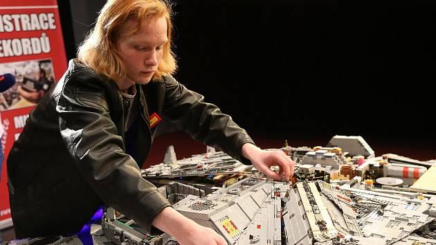 Mladý rekordman sestavil z Lega hvězdnou loď