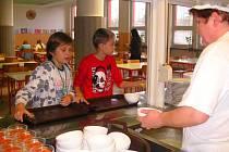Školní jídelny očekávají příliv žáků.