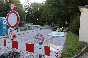 Přes kamenický most budou moci řidiči jezdit už v listopadu.