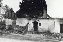 Po řádění jednotky SS ve dnech 5. a 6. května našlo smrt ve vypálených Leskovicích 25 nevinných lidí. Události připomíná památník z roku 1961.