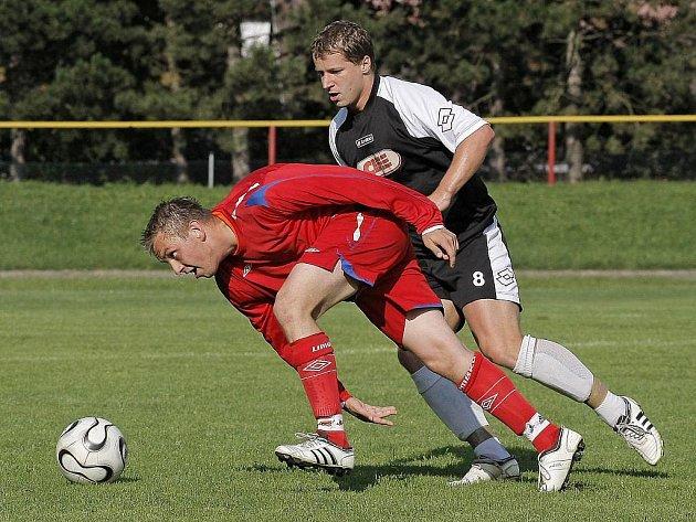 Pelhřimovští fotbalisté (na snímku je Lukáš Máca) se zítra představí na hřišti Vyškova. Oba týmy budou bojovat o premiérové vítězství.