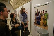 Festival Jeden svět v Počátkách zahájila výstava fotografií.
