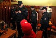 Strážci zákona si posvítili na nezletilé opilce