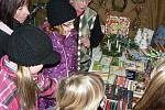 Výstava pelhřimovských zahrádkářů nabídla rozmanité adventní dekorace od věnců, svícnů až po vánoční podkovy.