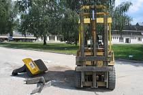 Stav vysokozdvižného vozíku po nehodě