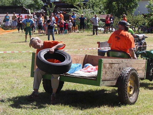 Nejen čeští závodníci soutěžili ve Ctiboři s motoroboty.