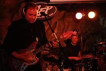 Zdeněk Bína (zpěv, kytara), Fredrik Janáček (baskytara) a Dano Šoltis (bicí) vystoupili 1. března v Pelhřimově.