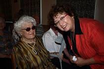 Onšovští senioři se v rámci Univerzity volného času, ve které probírají Národní divadlo setkali s herečkou Janou Bouškovou, která ve Zlaté kapličce hraje několik desetiletí.