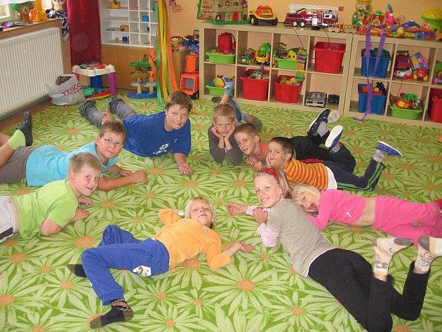 Týden hraní, skotačení a soutěžení si užily děti v pacovské Sovičce.